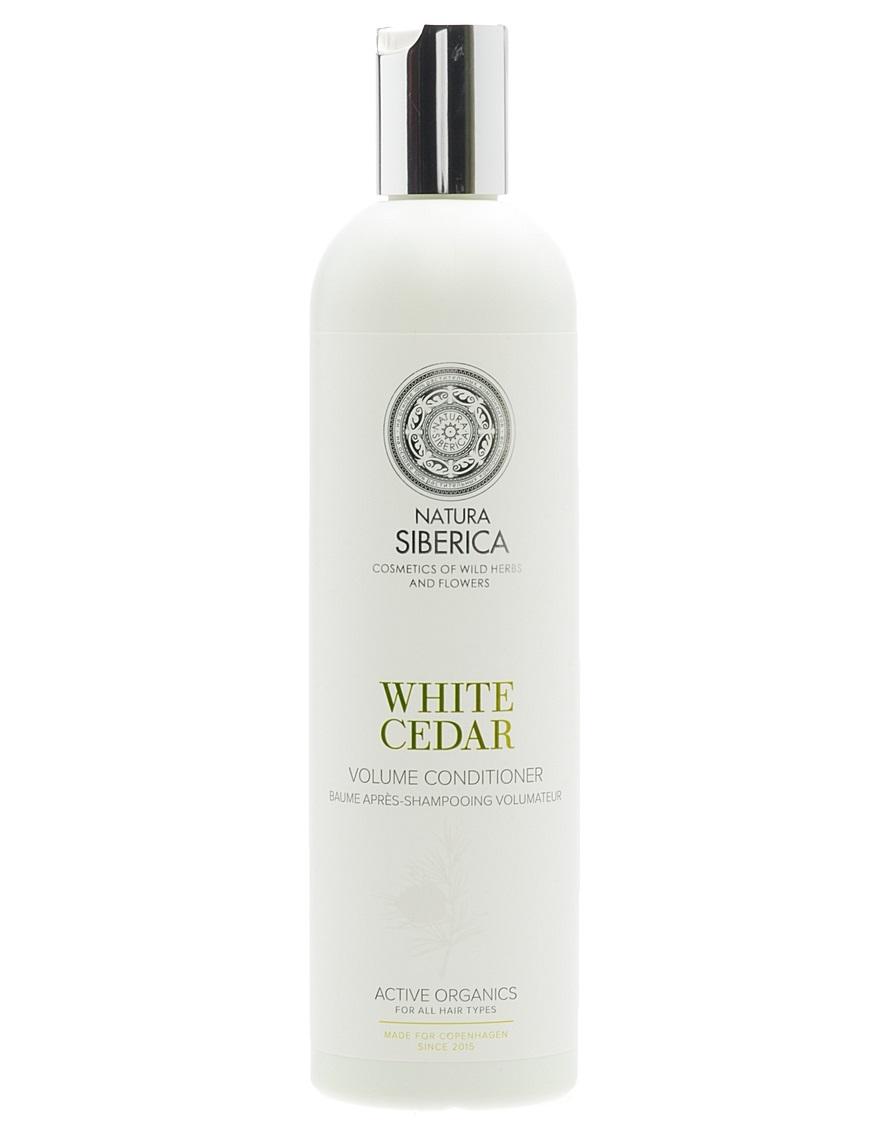 Natura Siberica Estonia Copenhagen Бальзам обьем белый кедр 400 млFS-36054Кондиционер «Белый кедр» интенсивно заботится о волосах, оздоравливая и придавая блеск и объем, облегчает расчесывание. Белый кедр содержит комплекс витаминов, аминокислот и микроэлементов, необходимых для роста крепких и здоровых волос, активизирует процессы регенерации, придает силу и блеск. Лен богат витаминами групп А, В, Е, F и полезныминенасыщенными жирными кислотами, он способствует сохранению влаги, увлажняя волосы по всей длине. Гидролизованный кератин воздействует на структуру волос, обволакивая и приподнимая их у корней, придает упругость, помогая сохранять желаемый объём. Аминокислоты шелка легко проникают внутрь волоса, глубоко питая и заполняя все повреждения и неровности, делая их гладкими и мягкими, словно шелк.