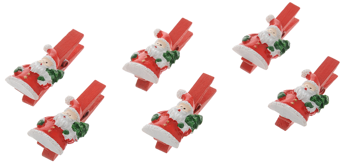 Украшение новогоднее подвесное Феникс-Презент Санты с мешочками, 9,5 х 9 х 1,5 см, 6 шт09840-20.000.00Оригинальное новогоднее украшение Санты с мешочками выполнено из прочных материалов. С помощью специальной прищепки украшение можно подвесить практически в любом понравившемся вам месте. Но, конечно же, удачнее всего такая игрушка будет смотреться на праздничной елке. Новогодние украшения приносят в дом волшебство и ощущение праздника. Создайте в своем доме атмосферу веселья и радости, украшая всей семьей новогоднюю елку нарядными игрушками, которые будут из года в год накапливать теплоту воспоминаний.Материал: полирезина, древесина березы;Размер: 9,5 х 9 х 1,5 см.Количество: 6 шт.