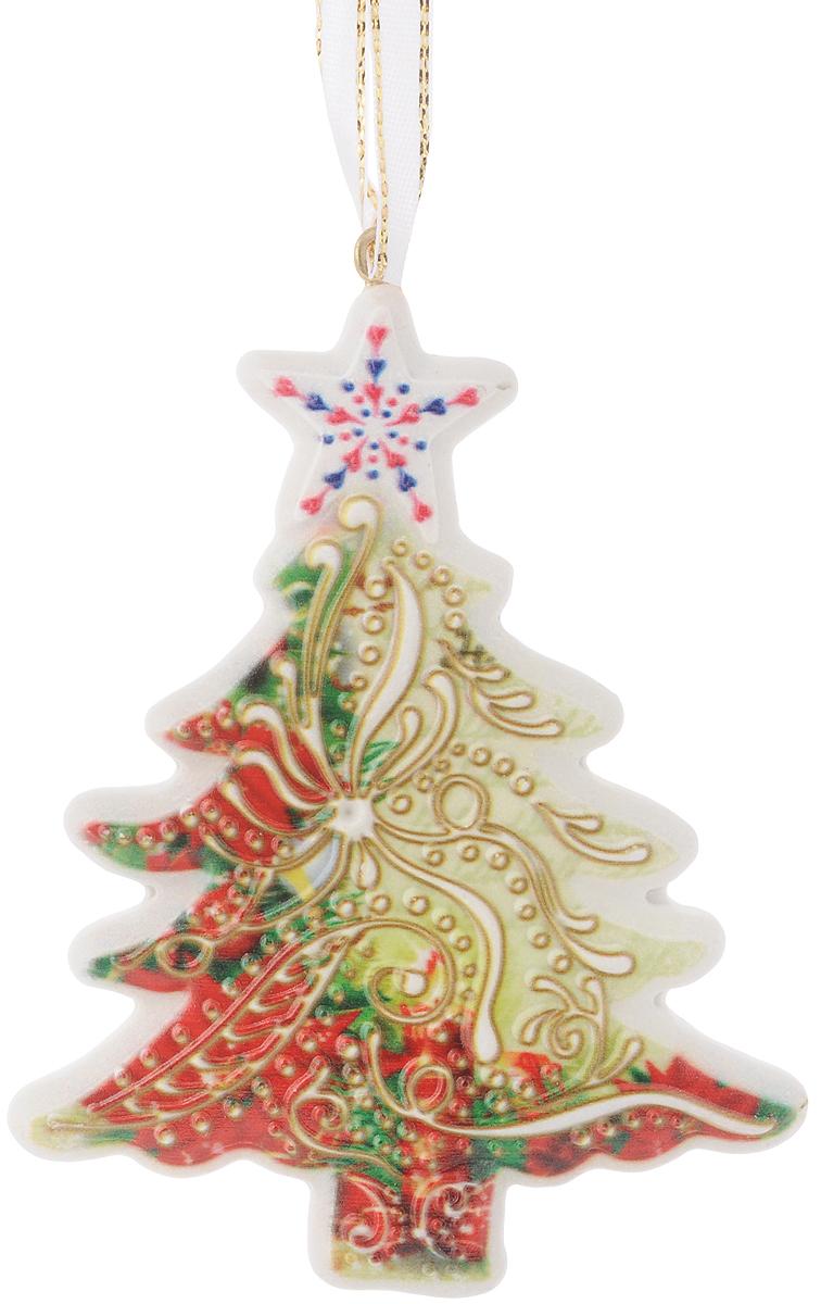 Новогоднее подвесное украшение Magic Time Елочка, 8,5 х 11 смNLED-454-9W-BKОригинальное новогоднее украшение Елочка выполнено из прочного материала. С помощью специальной петли украшение можно подвесить в любом понравившемся Вам месте. Но, конечно же, удачнее всего такая игрушка будет смотреться на праздничной елке. Новогодние украшения приносят в дом волшебство и ощущение праздника. Создайте в своем доме атмосферу веселья и радости, украшая всей семьей новогоднюю елку нарядными игрушками, которые будут из года в год накапливать теплоту воспоминаний.Материал: полирезина.Размер: 8,5 х 11 см.