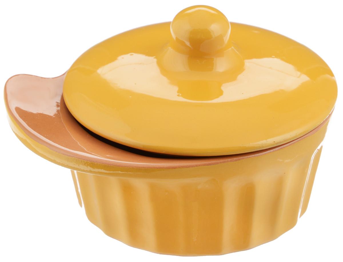 Кокотница Борисовская керамика Ностальгия, цвет: желтый, 200 мл54 009312Граненая форма кокотницы Борисовская керамика Ностальгия никого не оставляет равнодушным. Она выполнена из высококачественной керамики и оснащена крышкой. В кокотнице можно удобно запекать кексы, делать жульены. Она отлично подойдет для сервировки стола и подачи блюд. Кокотницу можно использовать как порционно, так и для подачи приправ, острых соусов и другого.Подходит для использования в микроволновой печи и духовке.Размер (по верхнему краю): 12 х 10 см.Высота (без учета крышки): 4,5 см.