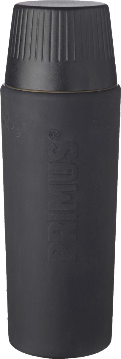 Термос Primus TrailBreak EX Vacuum Bottle, цвет: темно-серый, 750 мл737951Термос из новой коллекции экспедиционных термосов шведской компании Primus. Его главные достоинства - надежность, эффективность, функциональность и стильный дизайн. Термос сделан из высокопрочной нержавеющей стали (двустенный - вакуумная технология) и оснащен силиконовым рукавом, защищающим руки от прикосновения к металлу на холоде (морозе). Кроме того, силикон препятствует случайному выскальзыванию термоса из рук. Крышка также имеет двойные стенки и изготовлена из нержавеющей стали, поэтому напиток в ней дольше сохраняет заданную температуру. Термос комплектуется двумя пластиковыми пробками: стандартной и с системой ClickClose (для наливания напитка необходимо просто повернуть крышку).Благодаря конусовидной форме термос легче размещать в рюкзаке или сумке. Объем термоса: 750 мл.