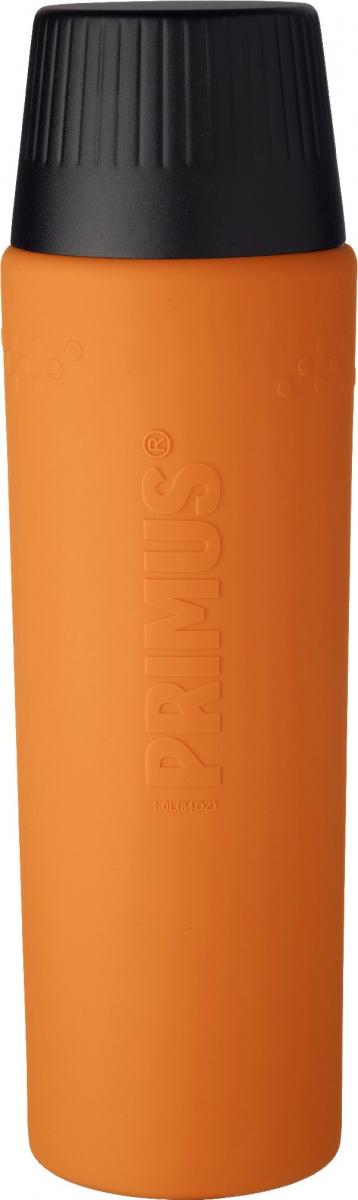 Термос Primus TrailBreak EX Vacuum Bottle, цвет: оранжевый, 1 л737954Термос из новой коллекции экспедиционных термосов шведской компании Primus. Его главные достоинства - надежность, эффективность, функциональность и стильный дизайн. Термос сделан из высокопрочной нержавеющей стали (двустенный - вакуумная технология) и оснащен силиконовым рукавом, защищающим руки от прикосновения к металлу на холоде (морозе). Кроме того, силикон препятствует случайному выскальзыванию термоса из рук. Крышка также имеет двойные стенки и изготовлена из нержавеющей стали, поэтому напиток в ней дольше сохраняет заданную температуру. Термос комплектуется двумя пластиковыми пробками: стандартной и с системой ClickClose (для наливания напитка необходимо просто повернуть крышку).Благодаря конусовидной форме термос легче размещать в рюкзаке или сумке. Объем термоса: 1000 мл.