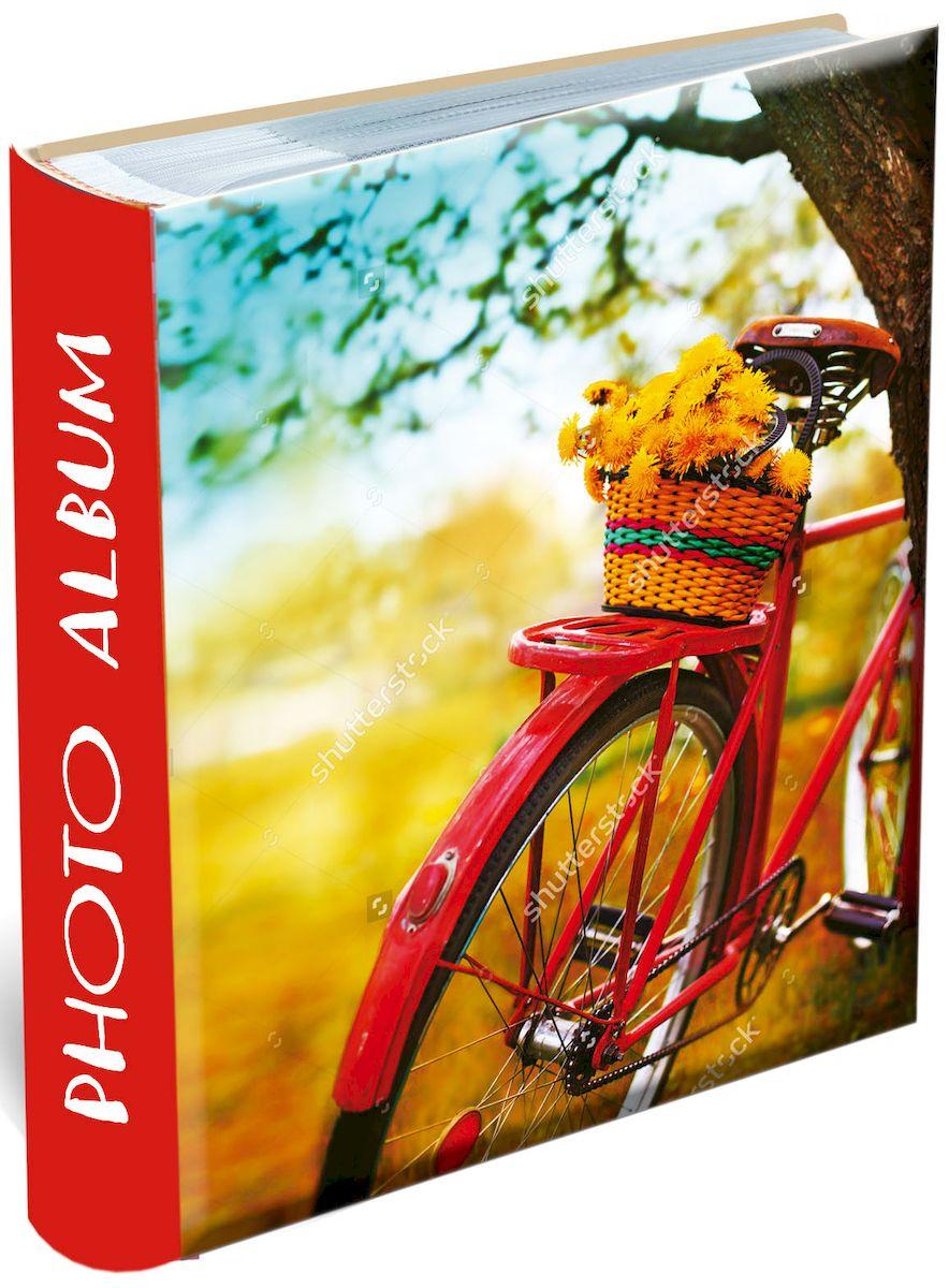 Фотоальбом Magic Home Путешествуй!, 200 фотографий, 10 х 15 смTHN132NФотоальбом Magic Home Путешествуй! сохранит моменты ваших счастливых мгновений на своих страницах! Обложка альбома выполнена из плотного картона и оформлена оригинальным рисунком. Внутренний блок содержит 50 листов на 200 фотографий форматом 10 х 15 см. Страницы скреплены книжным клееным переплетом и выполнены из бумаги с кармашками-держателями из ПВХ. Рядом с кармашками имеются поля для записей. Нам всегда так приятно вспоминать о самых счастливых моментах жизни, запечатленных на фотографиях. Поэтому фотоальбом является универсальным подарком к любому празднику. Вашим родным, близким и просто знакомым будет приятно помещать фотографии в этот альбом.Количество листов: 50 шт.