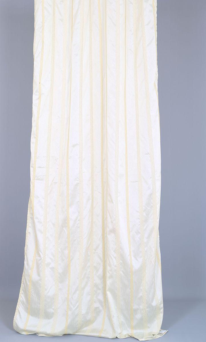 Штора Garden, на ленте, цвет: белый, высота 270 см. 60313S03301004Garden – это универсальная и интересная серия домашних штор для яркого и стильного оформления окон и создания особенной уютной атмосферы. Эта штора великолепно смотрится как одна, так и в паре, в комбинации с нежной тюлевой занавеской, собранная на подхваты и свободно ниспадающая естественными складками. Такая штора, изготовленная полностью из прочного и очень практичного полиэстерового полотна, долговечна и не боится стирок, не сминается, не теряет своего блеска и яркости красок.