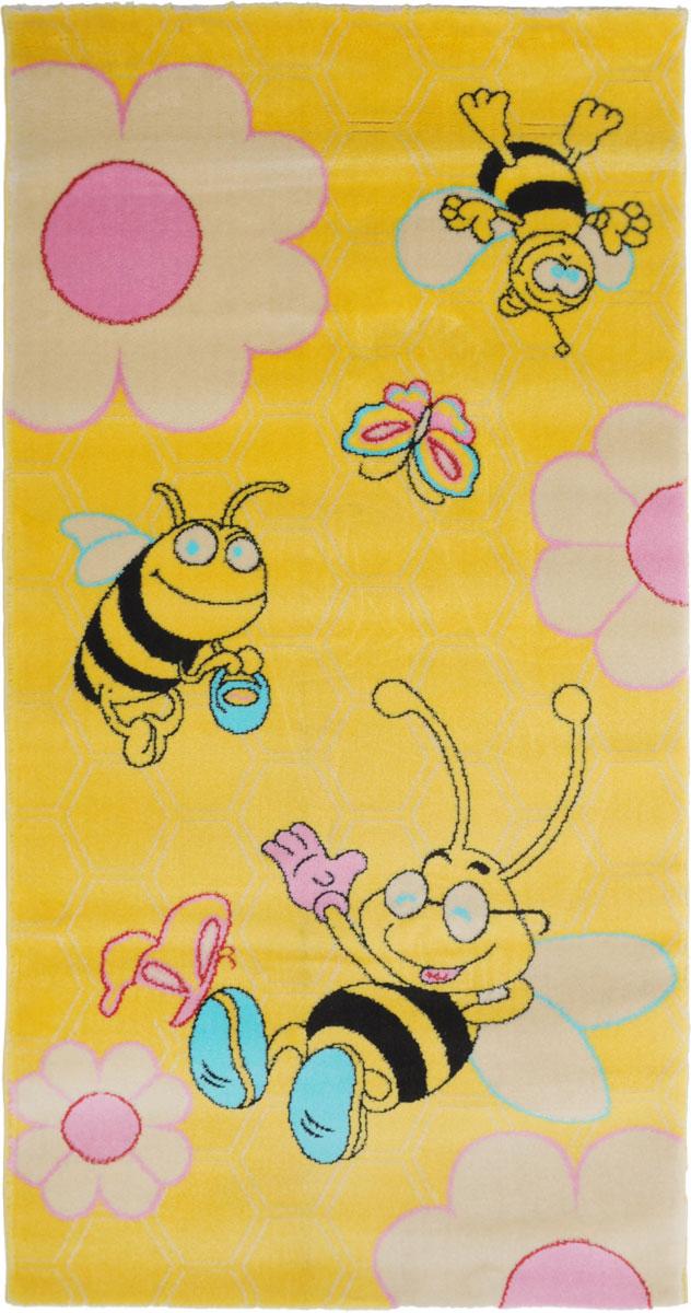 Ковер детский Kamalak Tekstil Веселые пчелки, прямоугольный, 80 x 150 см74-0060Детский ковер Kamalak Tekstil Веселые пчелки изготовлен из высококачественного полипропилена.Полипропилен износостоек, нетоксичен, не впитывает влагу, не провоцирует аллергию. Структура волокна в полипропиленовых коврах гладкая, поэтому грязь не будет въедаться и скапливаться на ворсе. Практичный и износоустойчивый ворс не истирается и не накапливает статическое электричество. Ковер обладает хорошими показателями теплостойкости и шумоизоляции. Оригинальный рисунок позволит гармонично оформить интерьер детской комнаты. За счет невысокого ворса ковер легко чистить. При надлежащем уходе синтетический ковер прослужит долго, не утратив ни яркости узора, ни блеска ворса, ни упругости. Самый простой способ избавить изделие от грязи - пропылесосить его с обеих сторон (лицевой и изнаночной). Влажная уборка с применением шампуней и моющих средств не противопоказана. Хранить рекомендуется в свернутом рулоном виде.