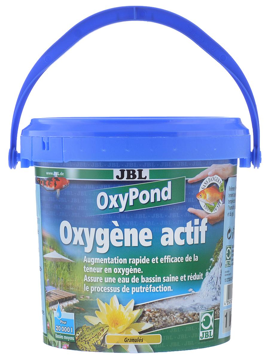 Кислород для садовых прудов JBL OxyPond, 1 кгJBL2733600Препарат с высокоактивным кислородом для садовых прудовJBL OxyPond устраняет острый дефицит кислорода ииспользуется для профилактики. Активный кислородстимулирует и поддерживает биологическое самоочищениепруда. Препарат JBL OxyPond предотвращает резкое ухудшение качества воды.Кислород необходим живым организмам. При дыхании обитатели пруда и микроорганизмы в грунте постоянно потребляют кислород. Критические этапы годового цикла садового пруда - лето и зима.При сильном росте водорослей содержание кислорода в ночное время резко уменьшается, так как ночью у водорослей не происходит фотосинтез, и они потребляют кислород. Бактерии разлагают отмирающие водоросли на дне с последующим потреблением кислорода.Зимой, когда рыбы держатся у дна, при сильном скоплении ила содержание кислорода снижается. Доступ кислорода в водоём в морозы затрудняется из-за льда. В перечисленных случаях рыбы могут погибнуть. Рекомендуется регулярно проверять содержание кислорода. Товар сертифицирован.