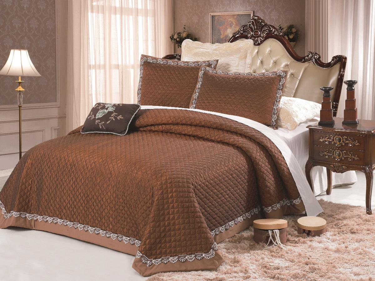 Комплект для спальни Cleo: покрывало 230 х 250 см, 2 наволочки 50 х 70 см, цвет: коричневыйS03301004Изысканный комплект для спальни состоит из покрывала и двух наволочек. Изделия выполнены из высококачественного полиэстера, легкие, прочные и износостойкие. Полиэстер - это вид ткани, который состоит из полиэфирных волокон. Ткани из полиэстера - легкие, прочные и износостойкие.Свойства полиэстера:- не мнется.- легко стирается.- после стирки быстро сохнет.- не растягивается и не садится.Размер покрывала: 230 х 250 см.Размер наволочки: 50 х 70 см.