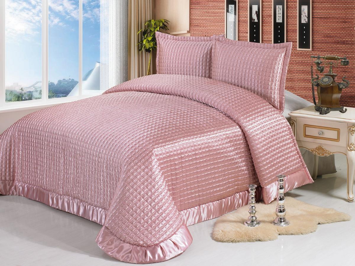 Комплект для спальни Cleo Мишлей: покрывало 230 х 250 см, 2 наволочки 50 х 70 см78886Изысканный комплект для спальни состоит из покрывала и двух наволочек. Изделия выполнены из высококачественного полиэстера, легкие, прочные и износостойкие. Полиэстер - это вид ткани, который состоит из полиэфирных волокон. Ткани из полиэстера - легкие, прочные и износостойкие.Свойства полиэстера:- не мнется.- легко стирается.- после стирки быстро сохнет.- не растягивается и не садится.Размер покрывала: 230 х 250 см.Размер наволочки: 50 х 70 см.