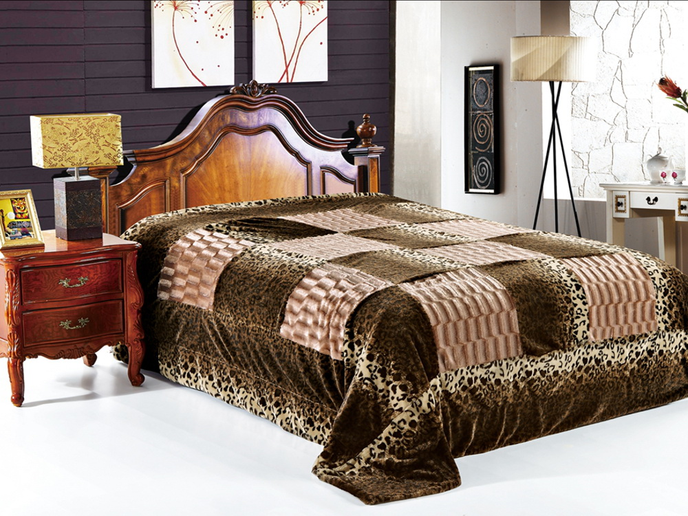 Покрывало Cleo Регаль, цвет: коричневый, 220 x 240 смES-412Красивые, яркие, легкие и в меру объемные покрывала - они становятся настоящим украшением, завершающим штрихом интерьера, который преображает помещение, делая его уютным и комфортным.Состав этой коллекции - искусственный мех (акрил). Покрывало универсально в использовании.Такое покрывало прослужит много лет, радуя вас и ваших близких изначальной яркостью своих красок.