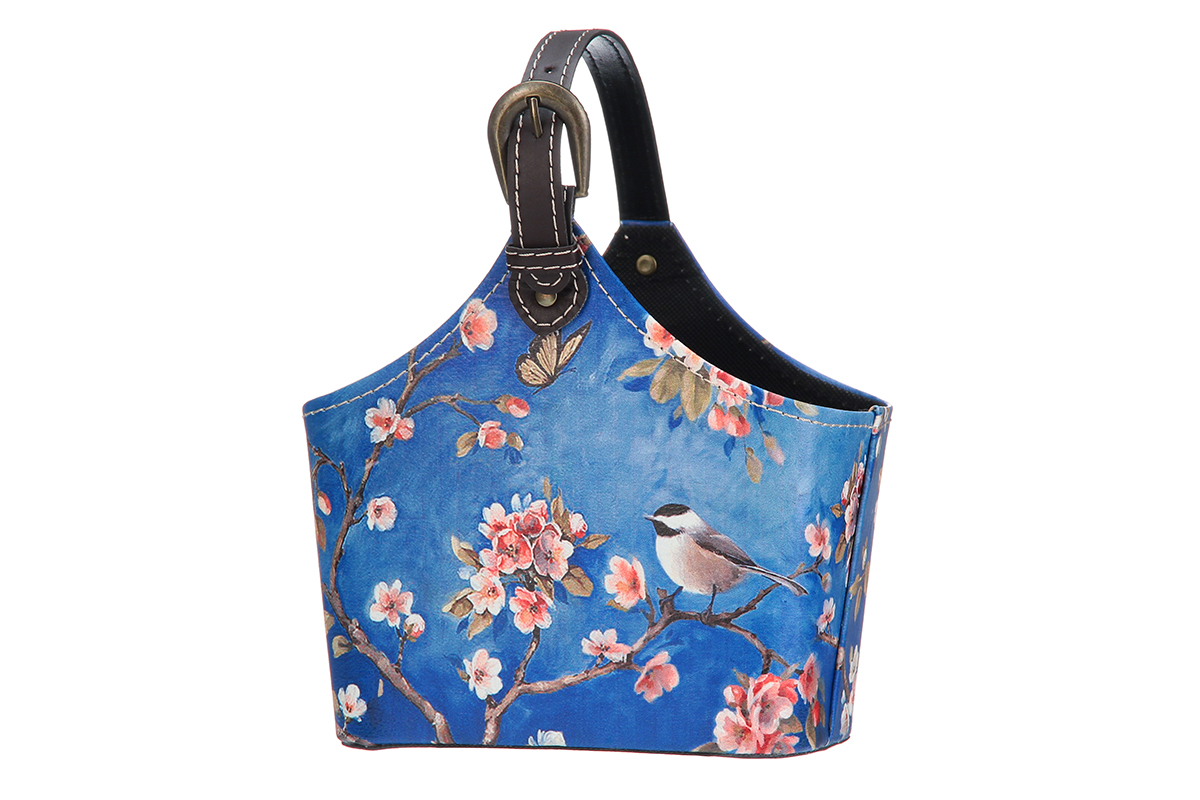 Сумка для хранения El Casa Птица в сакуре, 21 х 12 х 24 смTD 0033Интерьерная сумка El Casa Птица в сакуре, выполненная в винтажном стиле, будто специально предназначена для хранения любовных писем и любых других дорогих сердцу вещей. Благодаря регулируемой длине ручки, прекрасному дизайну и необычной форме, такая сумка будет отлично смотреться в вашей гостиной или коридоре.Сумка El Casa Птица в сакуре станет отличным подарком для ваших друзей и близких.