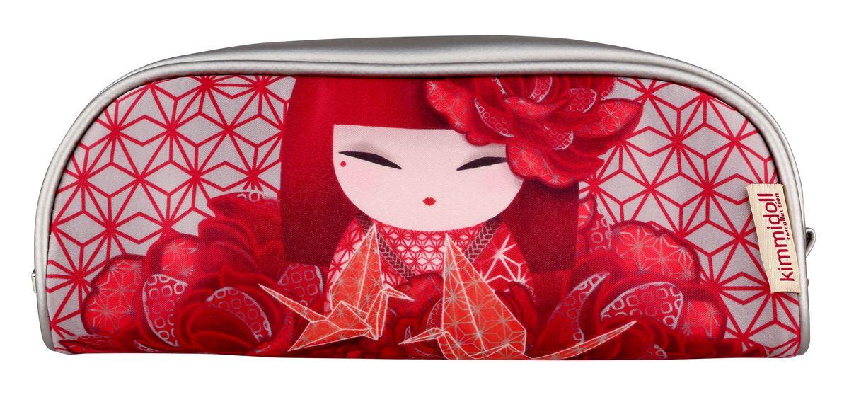 Косметичка женская Kimmidoll, цвет: красный. KF1104INT-06501Яркая косметичка Kimmidoll выполнена из сатина и искусственной кожи, оформлена изображением японской куколки в кимоно.Косметичка имеет одно отделение и закрывается на застежку-молнию.Такой аксессуар оригинального дизайна придется по душе любительнице стильных и практичных вещиц. Он не займет много места в сумочке и добавит индивидуальности своей обладательнице.