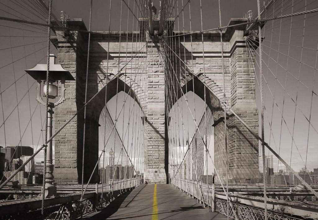 Фотообои Komar Мост, 3,68 х 2,54 м4607161053003Бумажные фотообои известного бренда Komar с панорамным видом позволят создать неповторимый облик помещения, в котором они размещены. Фотообои наносятся на стены тем же способом, что и обычные обои. Благодаря превосходной печати и высококачественной основе такие обои будут радовать вас долгое время. Фотообои снова вошли в нашу жизнь, став модным направлением декорирования интерьера. Выбрав правильную фактуру и сюжет изображения можно добиться невероятного эффекта живого присутствия.Ширина рулона: 3,68 м.Высота полотна: 2,54 м. Клей в комплекте.