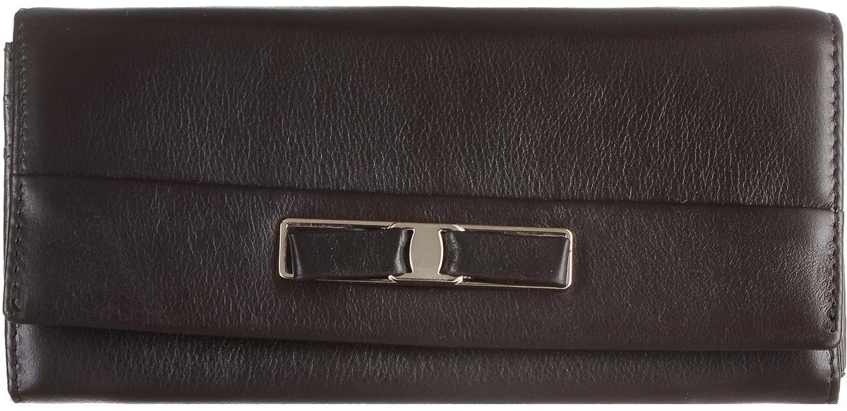 Кошелек женский Janes Story, цвет: темно-коричневый. PJ53-035-3-09INT-06501Кошелек Janes Story выполнен из натуральной кожи зернистой текстуры и оформлен декоративным бантиком. На тыльной стороне расположен вместительный карман для мелочи на застежке-молнии. Изделие закрывается клапаном на кнопку. Внутри расположено шесть вместительных отделений для купюр, два из которых на молниях. Также внутри находится карман для мелких бумаг, карман на молнии для мелочи и пять вертикальных карманов для визитных и дисконтных карт, один из которых с прозрачным окошком. Изделие упаковано в фирменную коробку.