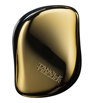 Tangle Teezer Расческа для волос Compact Styler Bronze ChromeMP59.4DЭлегантная расческа Tangle Teezer Compact Styler - это профессиональный уход между делом. Расческа имеет удобный чехол и позволяет быстро распутать волосы, уложить их и придать прическе завершающий штрих. Двухуровневая система зубчиков позволяет одновременно расчесывать и приглаживать волосы, придавая им роскошный блеск. Вы сможете легко добавить объем своей прическе, волосы будут легкими и послушными. Есть пара секунд и расческа Tangle Teezer Compact Styler? Ваши волосы будут в порядке!