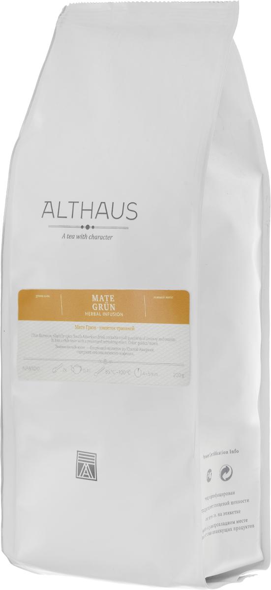Althaus Mate Grun травяной листовой чай, 200 г101246Althaus Mate Grun — это известный южноамериканский напиток из листьев тропического вечнозеленого растения семейства падубовых. Mate Grun обладает ярким характерным букетом и длительным тонизирующим эффектом. В этом напитке причудливо переплетаются легкая терпкость, мягкий аромат свежескошенной травы, огненно-табачная нотка, сладковатые оттенки сухофруктов и спелых орехов. Завершает звучание этой благородной, выдержанной композиции тонкое пикантно-травянистое послевкусие.Напиток богат витаминами и микроэлементами. В нем содержится гораздо меньше кофеина, чем в чае или кофе. Вот почему мате очень полезен для здоровья и известен как напиток силы и долголетия. Благодаря своим целебным свойствам мате получил широкое распространение в индейских племенах еще в глубокой древности. Mate Grun можно употреблять как сам по себе, так и с добавками. Его пьют с сахаром, медом, корицей, молоком, карамелью и различными травами. Этот превосходный тонизирующий напиток придает бодрость и восстанавливает силы.Температура воды: 85-100 °СВремя заваривания: 4-5 мин Цвет в чашке: светлый золотисто-коричневый