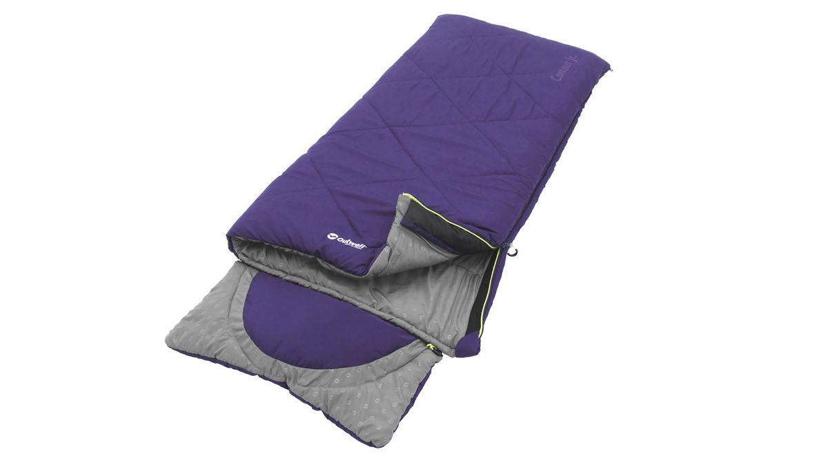 Спальный мешок Outwell Contour Junior, цвет: фиолетовый, 170 х 70 см230150Практичный, удобный и простой в использовании спальный мешок Outwell Contour Junior идеален для того, чтобы маленькие туристы наслаждались жизнью в палатке. Верх выполнен из микрофибры с двухслойным наполнителем Isofill. Имеется капюшон с вшитой подушкой, который может полностью отстегиваться, если в нем нет необходимости. Подходит для использования на природе и дома. Особенности:Отстегивающийся капюшон с вшитой подушкой.Защита молнии для тепла на полную длину.Внутренний карман для небольших вещей.Расстегнуть и использовать как одеяло.Защита от заедания молнии.