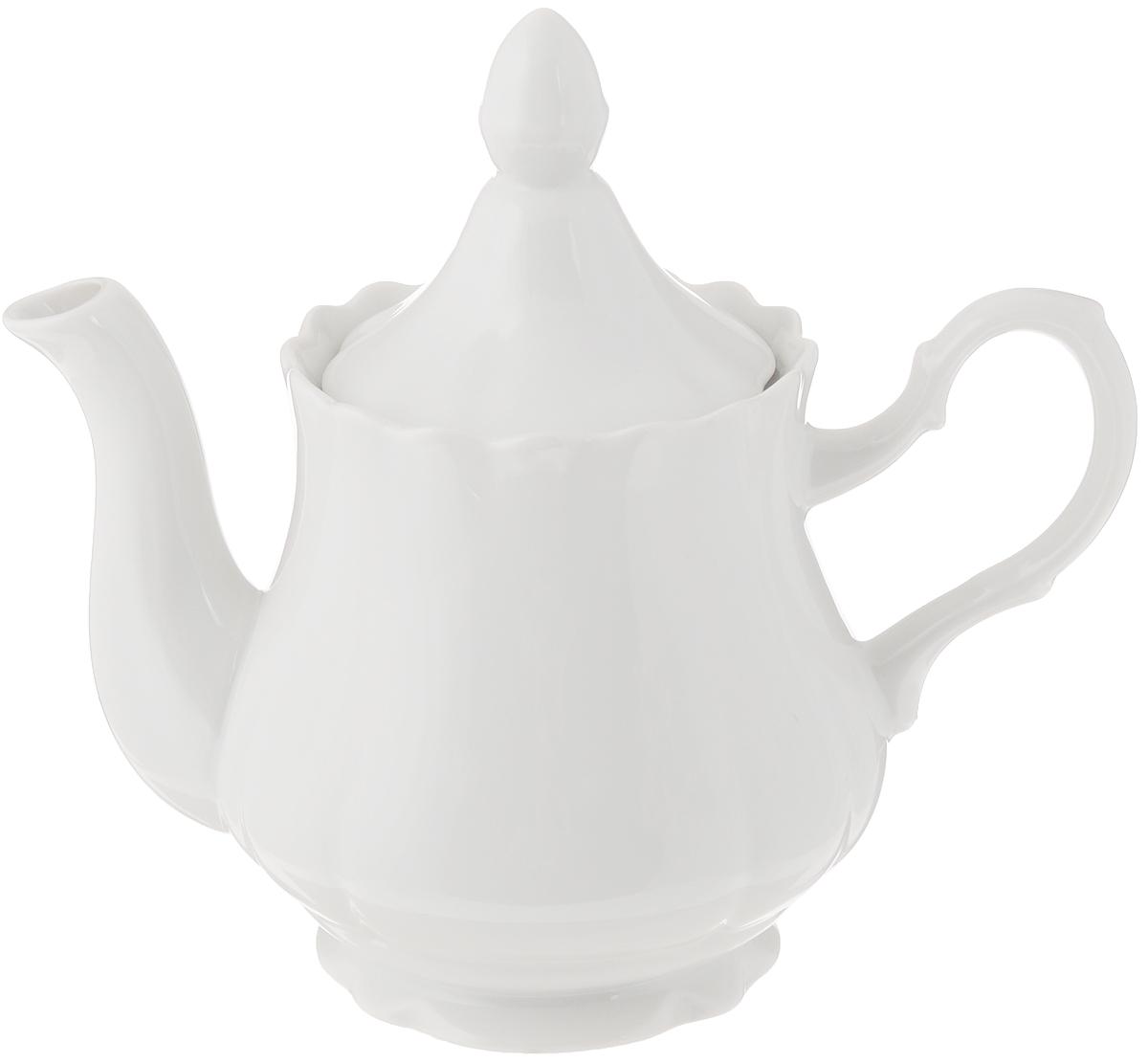 Чайник заварочный Добрушский фарфоровый завод Романс, цвет: белый, 800 млCL-1461_зеленыйЗаварочный чайник Романс выполнен из высококачественного фарфора и покрыт сверкающей глазурью. Изделие оснащено крышкой. Заварочный чайник Романс придется по вкусу и ценителям классики, и тем, кто предпочитает современный стиль.Диаметр (по верхнему краю): 9 см. Высота чайника (без учета крышки): 12 см.