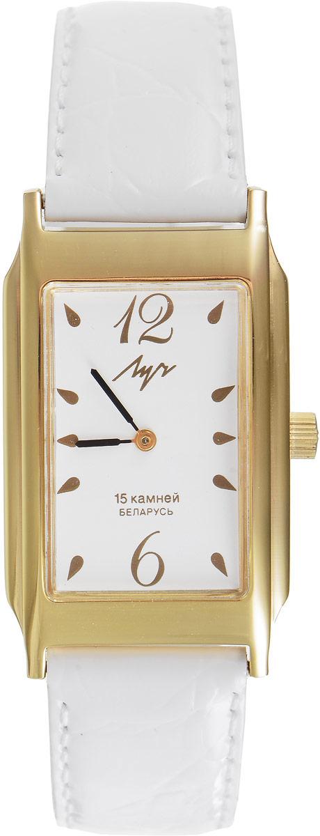 Наручные часы женские Луч, цвет: золотой, белый. 35578150INT-06501Элегантные часы Луч выполнены из металлического сплава с золотым напылением. Прямоугольный корпус часов надежно защищен устойчивым к царапинам органическим стеклом. Циферблат оформлен символикой бренда. Кожаный ремешок застегивается на практичную пряжку. Изделие поставляется в фирменной упаковке.Часы Луч подчеркнут изящность женской руки и отменное чувство стиля у их обладательницы.