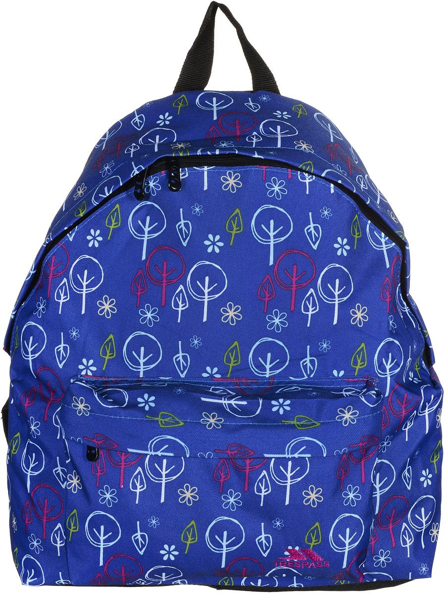 Рюкзак городской Trespass Britt, цвет: синий, 18 лUCACBAD10001Стильный рюкзак Britt от Trespass создан для любителей активного образа жизни. Модель выполнена из износоустойчивого текстиля, декорирована абстрактным изображением деревьев и цветов.Рюкзак имеет один фронтальный и один задний карман на молниях. В большом отделении имеется небольшой кармашек для мелочей. Удобство рюкзака обеспечивает мягкая подложка обращенной к спине части рюкзака, ручка для переноски из лямочной ленты и регулируемая длина лямок.