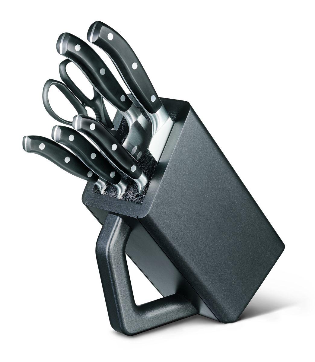 Набор кованых кухонных приборов Victorinox, на подставке, 7 предметов94672Кованые ножи Victorinox нравятся как любителям, так и профессиональным шеф-поварам. Баланс между рукоятью и лезвием идеально рассчитывается для того, чтобы обеспечить удобство использования даже не протяжение длительного времени работы с ножами. Все модели в данных сериях штампуются из одной детали и имеют бесшовный переход от лезвия к рукояти. Это удивительное качество и неподвластная времени элегантность делают кованые ножи Victorinox такими особенными. У кованых ножей также есть больстер — стальное утолщение в месте, где сходится рукоять и лезвие, он разработан специально, чтобы защитить вашу руку от соскальзывания с рукояти на лезвие. Как правило, ножи данной серии подходят для использования в посудомоечных машинах, тем не менее для увеличения срока службы рекомендуется мыть их в ручную. 6 предметов: - кухонные ножницы (7.6363.3) - нож для чистки овощей (7.7203.06) - нож для стейка (7.7203.12) - универсальный нож (7.7203.15) - нож Сантоку (7.7323.17) - нож шеф-повара (7.7403.20)