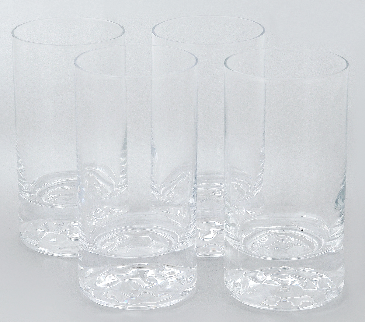 Набор стаканов Pasabahce Club, 280 мл, 4 штVT-1520(SR)Набор Pasabahce Club состоит из 4 стаканов, выполненных из прочного натрий-кальций-силикатного стекла. Изделия предназначены для подачи воды и других безалкогольных напитков. Они отличаются особой прочностью, излучают приятный блеск и издают мелодичный хрустальный звон.Стаканы станут идеальным украшением праздничного стола и отличным подарком к любому празднику.Можно мыть в посудомоечной машине и использовать в микроволновой печи.Диаметр стакана (по верхнему краю): 6,5 см.Высота: 13 см.