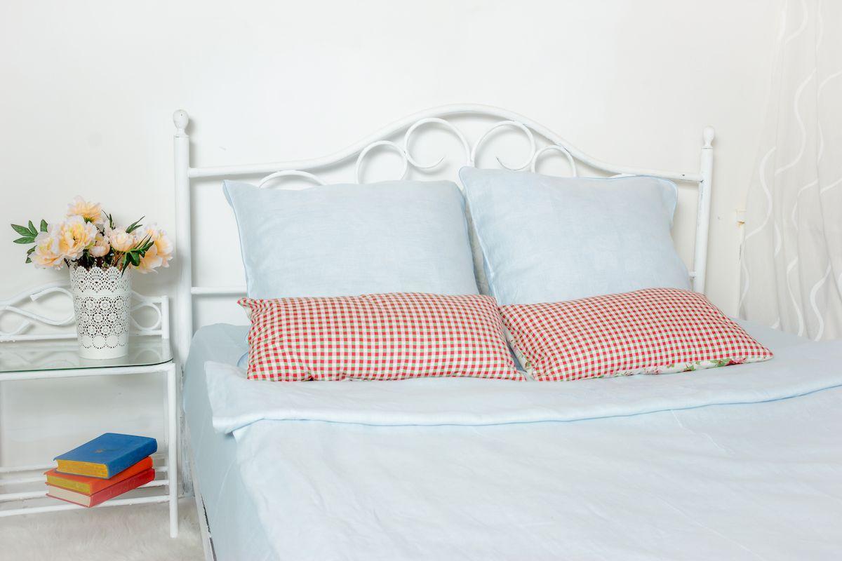 Комплект белья Гаврилов-Ямский Лен, 2-спальный, наволочки 70х70, цвет: голубойPsr 1440 li-2Комплект постельного белья Гаврилов-Ямский Лен выполнен из 100% льна. Комплект состоит из пододеяльника, простыни и двух наволочек. Постельное белье, оформленное вышивкой и кантом, имеет изысканный внешний вид.Лен - поистине уникальный природный материал, экологичнее которого сложно придумать. Постельное белье из льнадаст вам ощущение прохлады в жаркую ночь и согреет в холода.Приобретая комплект постельного белья Гаврилов-Ямский Лен, вы можете быть уверены в том, что покупка доставит вам и вашим близким удовольствие и подарит максимальный комфорт.