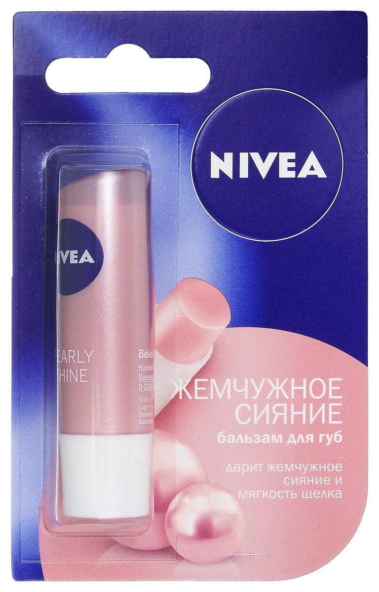 NIVEA Бальзам для губ Жемчужное сияние 4,8 гр72523WDБальзам Nivea Lip Care Жемчужное сияние содержит экстракт жемчуга и шелка. Инновационная формула бальзама надолго увлажняет и обеспечивает жемчужное сияние Ваших губ, сохраняя их нежными и бархатистыми. Обеспечивает бережный уход за губами;Подчеркивает естественную красоту губ, придавая им нежный жемчужный блеск; Характеристики:Вес: 4,8 г. Производитель: Германия. Артикул: 85098. Товар сертифицирован.