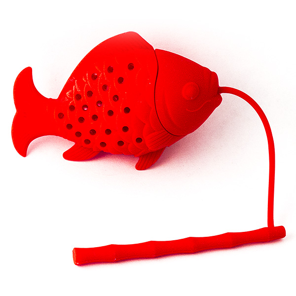 Ситечко для заваривания чая Эврика Красная рыбкаVT-1520(SR)Современные кухонные аксессуары - яркие и удобные, - отлично приживаются не только дома, но и в офисе. Небольшая ёмкость из пищевого силикона служит для заваривания листового чая прямо в кружке, задерживает чаинки, помогает обойтись без надоевших чайных пакетиков и радует забавным дизайном. Размер: 20 х 4 х 3 см.