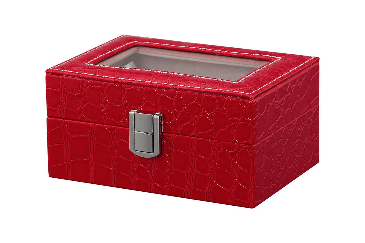 Шкатулка для хранения часов El Casa, цвет: красный, 15,5 х 11 х 9 смFS-80418Шкатулка El Casa, выполненная из МДФ, предназначена для хранения часов. Внутри шкатулки 3 секции с подушечками. Снаружи шкатулка обтянута искусственной кожей с декоративным тиснением. Шкатулка закрывается на замок-защелку. Крышка изделия оформлена прозрачной вставкой. Классический элегантный дизайн делает такую шкатулкуэффектным подарком как мужчине, так и женщине. Если вы привыкли бережно и аккуратно обращаться с каждой из своих вещей, то наверняка согласитесь, чтоприкроватная тумбочка или стеклянная полочка в ванной - не идеальное место для хранения наручных часов: ихможно нечаянно уронить, а поутру в спешке и вовсе забыть, где они вчера были сняты. Простым и эффектнымрешением в этом случае станет элегантная шкатулка для часов. Изнутри она покрыта мягким и приятным на ощупьматериалом. Он убережет помещенные в шкатулку часы от пыли, царапин и прочих механических повреждений.