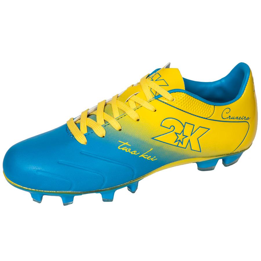 Бутсы футбольные 2K Sport Cruzeiro, цвет: синий, желтый. Размер 41DRIW.611.INЯркие футбольные бутсы 2K Sport Cruzeiro, выполненные из микрофибры в современном стиле, подойдут для натуральных и искусственных покрытий. Облегченная, износостойкая подошва, конфигурация которой приближена к форме стопы, способствует комфорту и хорошей чувствительности при игре. Бесшовная конструкция верха. Бутсы оснащены пластиковой усилительной вставкой (супинатором). Эргономичная стелька. 2 пары шнурков разного цвета в комплекте.