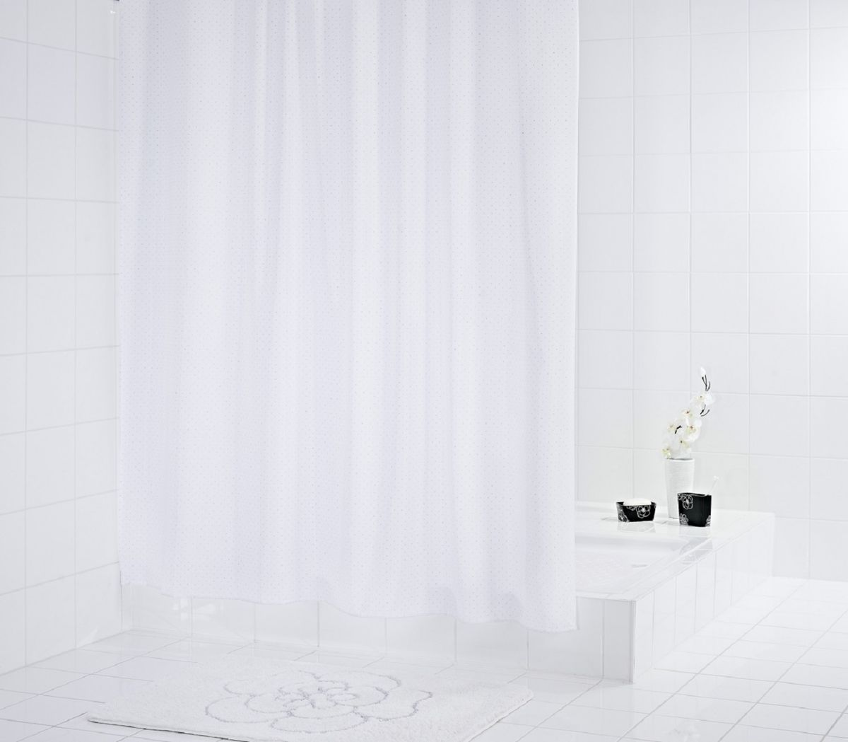 Штора для ванной комнаты Ridder Diamond, цвет: белый , 180 х 200 см391602Штора для ванной комнаты Ridder Diamond, изготовленная из полиэстера с антигрибковым и антистатическим покрытием, отлично дополнит любой интерьер ванной комнаты. Нижний кант утяжелен каучуковой лентой.