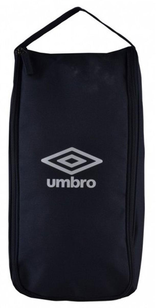 Сумка спортивная Umbro Team Boot Bag, для обуви, цвет: темно-синий, белый. Размер S. 751415751415Спортивная сумка для обуви Umbro Team Boot Bag выполнена из плотного полиэстера с контрастным логотипом бренда спереди. Сумка без подкладки, молния с двумя слайдерами-собачками.Размер: 38 х 19 см.