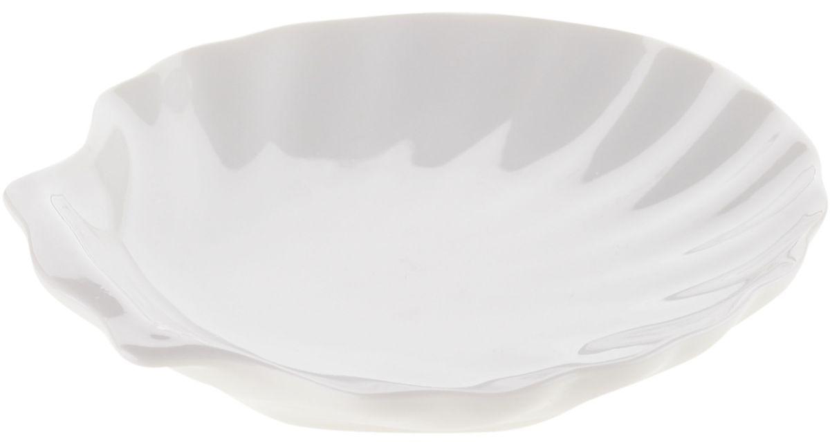 Блюдо сервировочное Walmer Shell, 10 х 10 х 2 см115510Блюдо сервировочное Walmer Shell изготовлено из высококачественного фарфора в виде ракушки. Блюдо - необходимая вещь при застолье. Вы можете использовать его для закусок, сырной нарезки, колбасных изделий и, конечно для горячих блюд. Изумительное сервировочное блюдо станет изысканным украшением вашего праздничного стола.