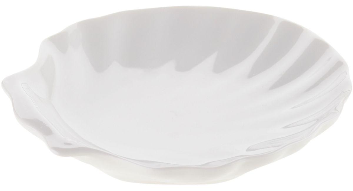 Блюдо сервировочное Walmer Shell, 15 х 13 х 3 см115510Блюдо сервировочное Walmer Shell изготовлено из высококачественного фарфора в виде ракушки. Блюдо - необходимая вещь при застолье. Вы можете использовать его для закусок, сырной нарезки, колбасных изделий и, конечно для горячих блюд. Изумительное сервировочное блюдо станет изысканным украшением вашего праздничного стола.