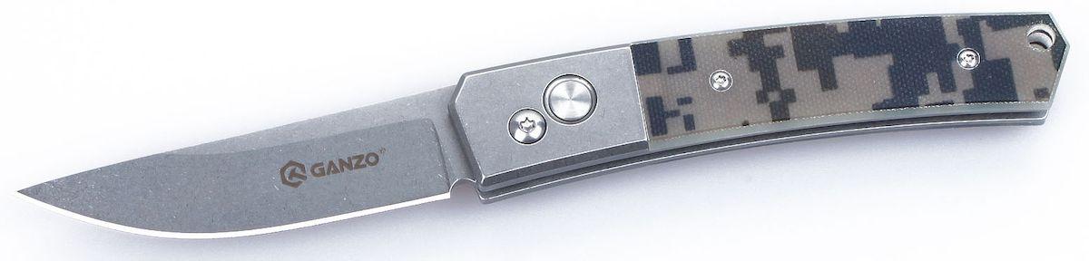 Нож туристический Ganzo, цвет: камуфляж, стальной, длина лезвия 8 см. G7362-CAТАЁЖНИК (2359)дУниверсальный нож Ganzo карманного типа создан таким образом, чтобы быть полезным и в городе, и на природе. Для него используется одна из наиболее востребованных марок стали — 440С, а на рукоятке накладки из современного пластика G10.Если вам нужен универсальный вариант ножа, который подойдет и для ежедневной эксплуатации в городских условиях, и для поездок на природе, то хорошим решением будет купить данную модель. Она изготовлена из надежных материалов и отличается очень сдержанным и лаконичным дизайном. Нож выглядит очень аккуратным, но способен работать практически с любыми материалами.Клинок ножа сделан из стали марки 440С. Она относится к нержавеющим сплавам, но содержит достаточно большое количество углерода, чтобы металл приобрел твердость примерно 58 HRC. Такая твердость способствует тому, чтобы нож не нужно было слишком часто затачивать, но при необходимости, сделать это было бы просто при помощи обычной карманной точилки. Поверхность лезвия обработана методом Stone Wash, благодаря чему она не бликует, а любые царапины на клинке гораздо более незаметны. Режущая кромка заточена классическим способом — гладко. Это также способствует универсальности ножа. Длина клинка равна 8 см по длине с толщиной по обуху 0,3 см.Часть рукоятки также изготовлена из металла. На остальную поверхность изготовлены накладки из G10. Этот материал по сути является композитным соединением эпоксидной смолы и стекловолокна. Он чрезвычайно прочный и гарантирует длительное сохранение изначально заложенных свойств. Поверхность накладок имеет рельефную поверхность, которая помогает крепче держать нож в руке и не дает ему выскользнуть из ладоней. На рукоятке также есть небольшое сквозное отверстие, в которое пользователь может продеть темляк, и металлическая клипса для крепления и страховки ножа во время транспортировки.Положение клинка в этой складной модели ножа регулируется при участии замка Aut