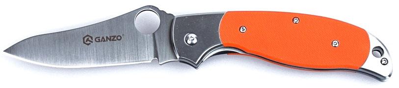 Нож туристический Ganzo, цвет: оранжевый, стальной, длина лезвия 8,9 см. G7371G7371-ORНож Ganzo относится к категории складных карманных клинков. Он выполнен из нержавеющего и долговечного вида стали. Лезвие ножа гладко заточено и отполировано методом сатинирования. Элементы рукоятки сделаны из стеклопластика.Модель выглядит внушительно и солидно. При этом, нож имеет совсем небольшие размеры, а в сложенном состоянии легко умещается в карман. Производители выбрали для него одну из наиболее сбалансированных нержавеющих сталей - 440С. При высокой стойкости к коррозии, этот металл можно закалить до твердости 58HRC. Сталь с такими показателями относительно легко затачивается, но долго не затупляется. Заточка в модели - гладкая. Размерные характеристики клинка по длине - 89 мм, по ширине обуха - 0,33 см. Клинок обработан методом сатинирования, отчего его поверхность стала блестящей, с едва заметными следами шлифовки поперек лезвия. В сторону рукояти клинок существенно расширяется и на нем есть сквозное круглое отверстие. С помощью этого отверстия, которое выполняет роль шпенька, сложенный нож можно легко открыть. В него встроен классический замок Liner с максимально простой, но непререкаемо надежной конструкцией. Он делает использование Ganzo G7371 безопасным при любых условиях.Рукоятка ножа скомбинирована из двух материалов: стали и стеклопластика. Стальные элементы - это основа, окончания рукоятки с обеих сторон, а также прижимная клипса. Все они тщательно отполированы, что добавляет ножу презентабельности. Центральная часть с обеих сторон представлена накладками из G10. Эта разновидность пластика прочнее других, а потому хорошо себя зарекомендовала в производстве ножей. Поверхность ручки - текстурная, чтобы его можно было крепче держать, окрашена в черный или же оранжевый цвет.Длина лезвия: 8,9 см.Ширина обуха: 3,3 мм.Длина рукоятки: 12,1 см.Вес: 164 г.