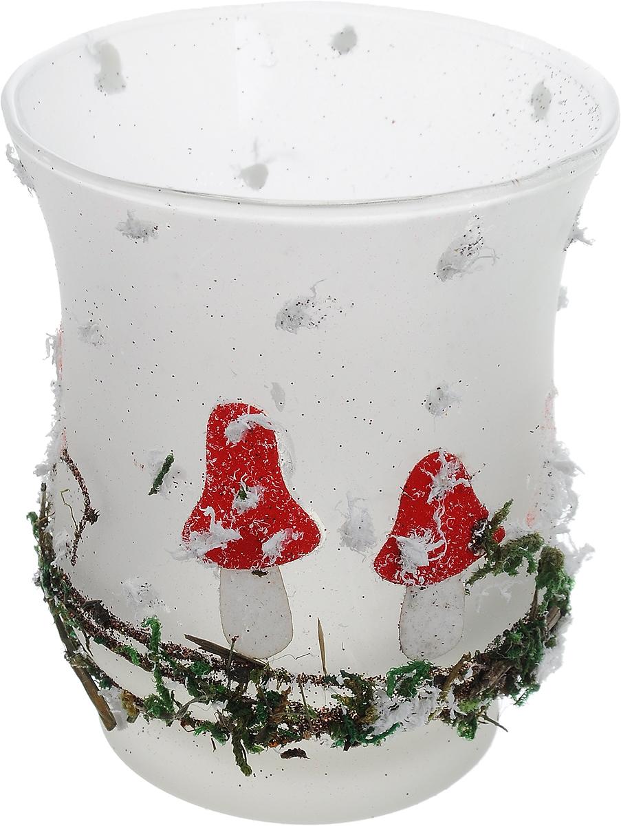 Подсвечник новогодний Winter Wings Мухомор, 8,5 х 7,5 см23840Подсвечник Winter Wings Мухомор выполнен из стекла в виде чашки с изображениями мухоморов и мха. В подсвечнике имеется специальное место для свечки. Изделие будет прекрасно смотреться на праздничном столе. Новогодние украшения несут в себе волшебство и красоту праздника. Они помогут вам украсить дом к предстоящим праздникам и оживить интерьер по вашему вкусу. Создайте в доме атмосферу тепла, веселья и радости, украшая его всей семьей.Диаметр места для свечки: 5,5 см.