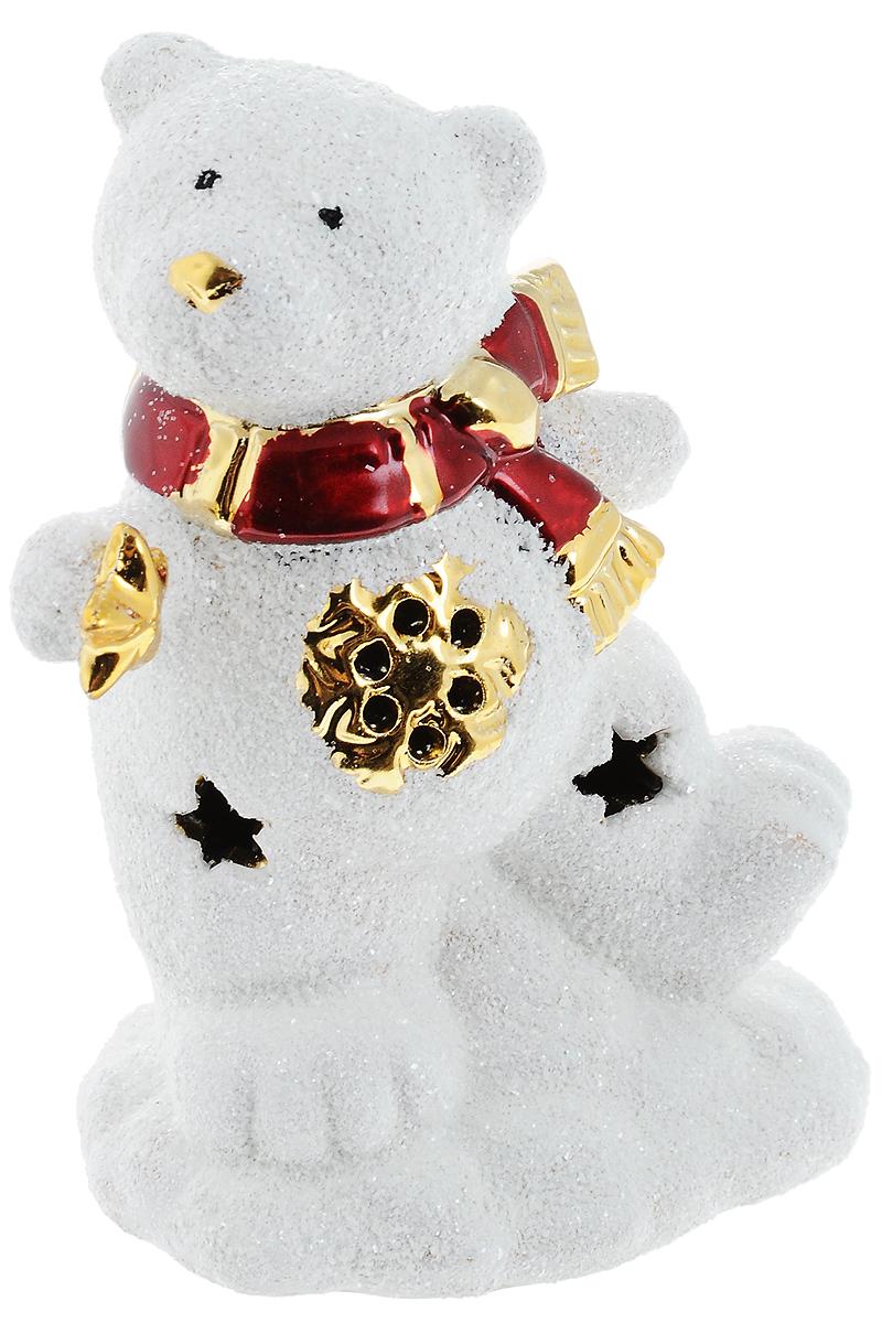Подсвечник новогодний Winter Wings Мишка со звездочкой, 12 х 9 х 6 смDHS17753-1HПодсвечник Winter Wings Мишка со звездочкой выполнен из керамики в виде медведя. Подсвечник работает от батареек. Изделие будет прекрасно смотреться на праздничном столе. Новогодние украшения несут в себе волшебство и красоту праздника. Они помогут вам украсить дом к предстоящим праздникам и оживить интерьер по вашему вкусу. Создайте в доме атмосферу тепла, веселья и радости, украшая его всей семьей.
