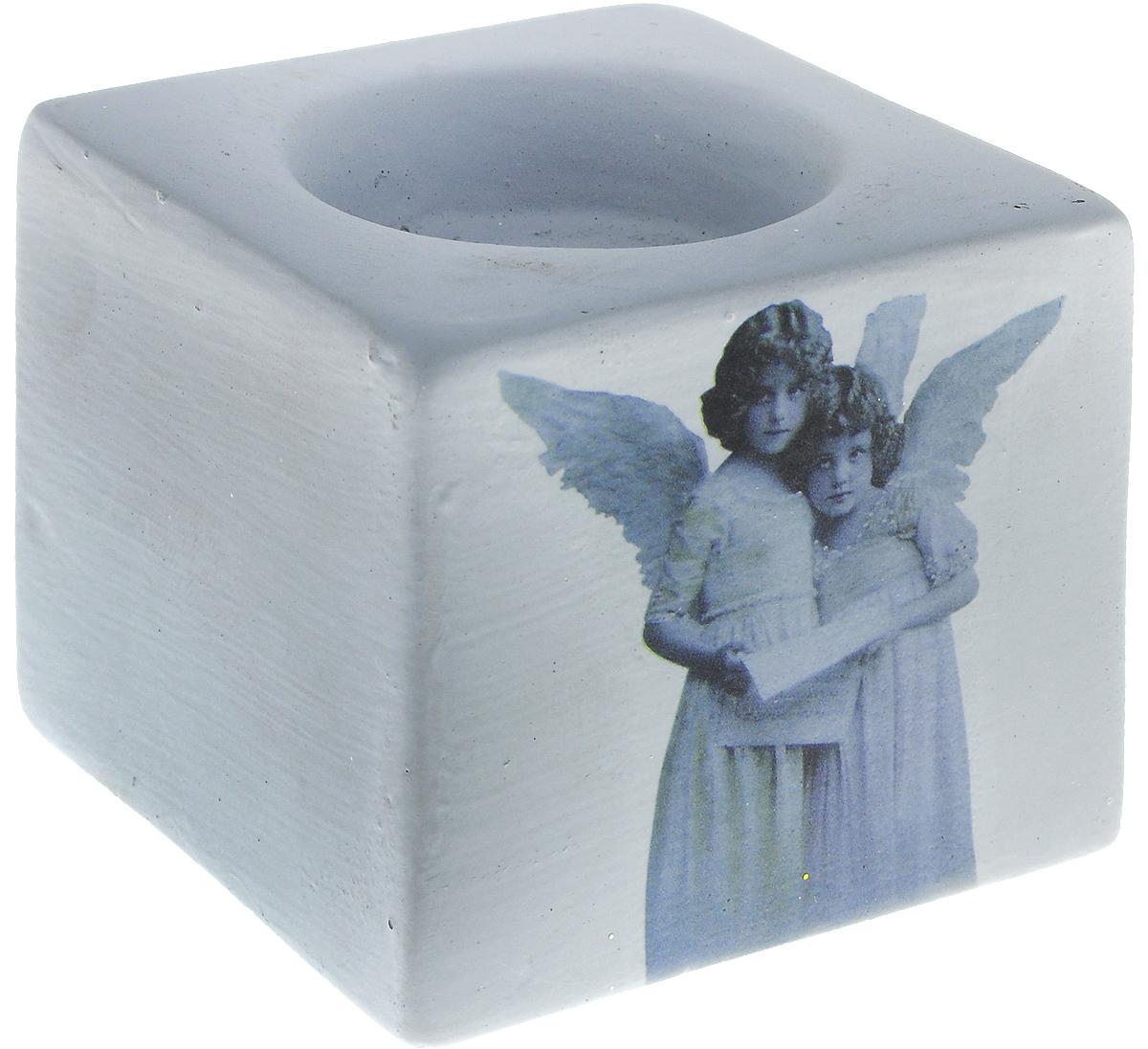 Подсвечник новогодний Winter Wings Ангелы, 6 х 7 х 7 смV4140/1SПодсвечник Winter Wings Ангелы выполнен из керамики с изображением ангелов. В подсвечнике имеется специальное место для свечки. Изделие будет прекрасно смотреться на праздничном столе. Новогодние украшения несут в себе волшебство и красоту праздника. Они помогут вам украсить дом к предстоящим праздникам и оживить интерьер по вашему вкусу. Создайте в доме атмосферу тепла, веселья и радости, украшая его всей семьей.Диаметр места для свечки: 4,5 см.