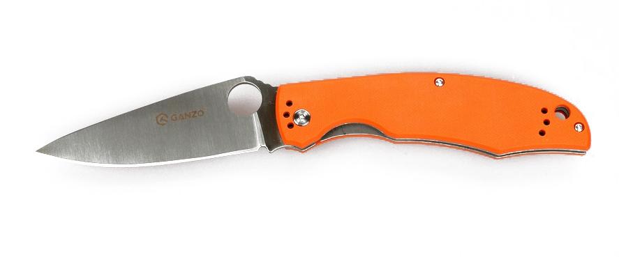 Нож туристический Ganzo, цвет: оранжевый, стальной, длина лезвия 9,5 см. G732C-155 НожемирУдобный и практичный складной нож Ganzo подойдет для использования на рыбалке или охоте, а также в любых туристических походах и путешествиях. Его клинок сделан из качественной марки стали, а рукоятка ножа — из стеклопластика G10.Складной нож с первого взгляда привлекает внимание дизайном. У него широкий клинок необычной формы с отверстием круглой формы, которое выполняет роль шпенька для открывания. Рукоятка подогнана под форму руки. Но внимания заслуживает не только дизайн ножа, но и материалы, из которых он изготовлен.Для клинка производители выбрали хорошо известную марку стали - 440С. Это нержавеющий сплав высокого качества, который широко используется для производства ножей среднего ценового сегмента. Эта сталь позволяет произвести закалку до твердости около 58 единиц в соответствии со шкалою Роквелла. Длина клинка ножа равна 9,5 см при толщине его обуха 0,33 см. Поверхность клинка отшлифованная. Режущая кромка получила классическую ровную заточку, которая используется в работе практически с любыми материалами.Основа рукоятки ножа также металлическая, но на металле закреплены накладки из G10. Это современный вид композитного пластика, состоящего из стекловолокна и эпоксидной смолы. Ему легко придать необходимую форму и окрасить накладки в выбранный цвет. В хвосте рукоятки есть небольшое отверстие для присоединения темляка. А ближе к клинку прикручена металлическая клипса для поясного ремня, которая держится на трех болтах.В готовом к выполнению работ виде, нож имеет длину 215 мм. В сложенном же он легко помещается в карман. Чтобы клинок не мог случайно открыться, он фиксируется механизмом Liner-Lock. Ножевой замок такой конструкции очень простой, но эффективный и целиком исключает возможность случайного срабатывания.Общая длина ножа: 21,5 см.Длина лезвия: 9,5 см.Толщина клинка: 3,3 мм.Вес ножа: 125 г.