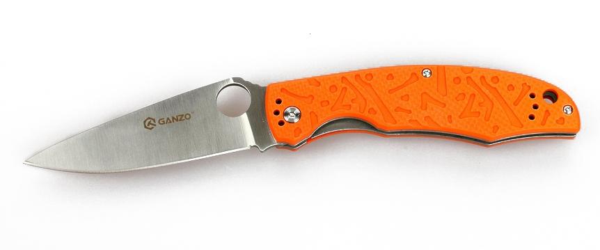 Нож туристический Ganzo, цвет: оранжевый, стальной, длина лезвия 9,5 см. G73211218939Нож Ganzo - отличный пример удачного сочетания дизайна и практических качеств. Он подходит рыбакам, туристам, может быть полезен как во время отдыха в кемпинге, так и в городе. Изготовлен нож из хорошей нержавеющей стали и высокопрочного композитного пластика.Нож подойдет для рыбаков, туристов, охотников, спортсменов-экстрималов и многих других пользователей. Столь широкая аудитория объясняется тем, что нож действительно получился очень практичным и надежным. Для него мастера ножевой индустрии использовали уже проверенные материалы и технологии, а также разработали стильный дизайн. Эта модель справится с любыми порученными ей работами по благоустройству кемпинга, приготовления пищи на костре, с выполнением подсобных работ.Металл, который используется для ножа - это нержавеющая сталь 440С. Из своей группы сплавов она наиболее качественная и может похвастать сбалансированностью таких качеств, как твердость (в данном случае, порядка 58 HRC), простота заточки, сопротивляемость коррозии. Конечно, нож из такой стали нуждается в уходе, но для него достаточно минимального внимания со стороны владельца, чтобы оставаться таким же острым и хорошо отшлифованным, как и сразу же из коробки. Лезвие ножа имеет гладкую режущую кромку, которую легко подновить при помощи самой простой точилки. Толщина клинка в самой широкой части равна 3,3 мм. А его полная длина достигает 9,5 см. С приближением к рукоятке клинок существенно расширяется. На этом участке расположено круглое отверстие, которое служит для открывания сложенного ножа. Чехол для хранения ножу не требуется, поскольку лезвие скрыто внутри рукоятки. Впрочем, этот аксессуар каждый пользователь может приобрести отдельно по собственному желанию. Чтобы нож не открылся, когда этого не требуется, в него встроен замок под названием Liner-Lock. Несмотря на свою простую конструкцию, этот замок получил статус одного из наиболее надежных.Рукоятка ножа вып