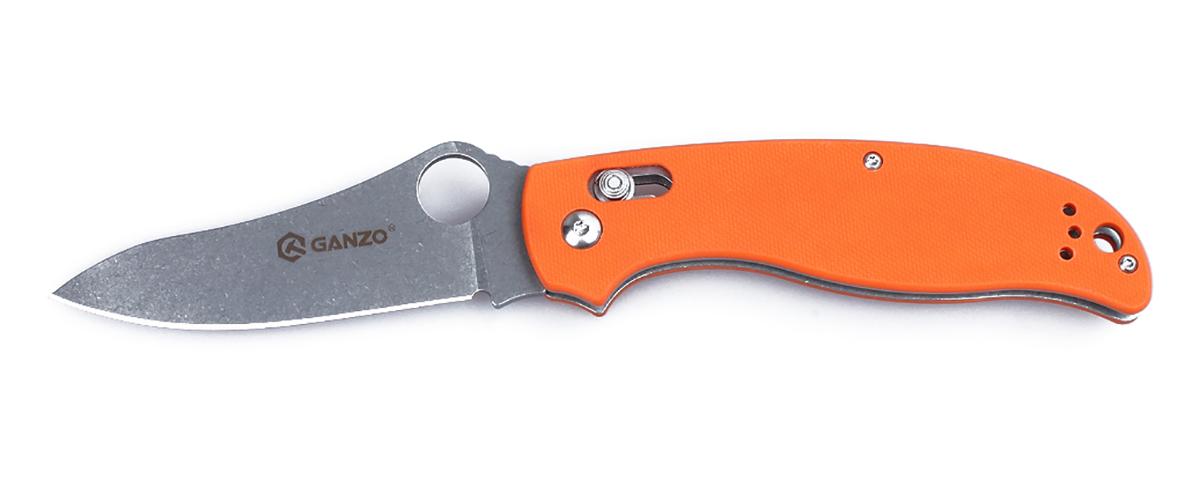 Нож туристический Ganzo, цвет: оранжевый, стальной, длина лезвия 9,1 см. G733G733-ORНож Ganzo понравится максимально широкой аудитории покупателей. Он сделан из практичных материалов, аккуратно собран, отлично выглядит внешне. Данная модель пригодится как на рыбалке, так и в походе с палатками, не будет лишней и в городе.Для лезвия производители избрали сталь 440С из категории нержавеющих сплавов. Она считается лучшей в своей серии, поскольку уравновешивает наиболее важные для ножевого металла характеристики. Сталь переносит контакты с водой, не ржавея, но в ней содержится достаточно много углерода, чтобы твердость закалки можно было довести до 58 HRC. Поэтому ножи из нее достаточно долго не затупляются. Нож гладко заточен, а потому для ухода за ним подойдет практически любая карманная или стационарная точилка. Поверхность клинка обработана популярным в настоящее время методом Stone Wash. В результате, лезвие становится практически матовым, хотя и отражает некоторые солнечные лучи. Но важно, что мелкие дефекты, такие как царапины, на его поверхности гораздо менее заметны.Для рукоятки также задействованы современные материалы. Это G10 - пластик с композитной структурой, который гораздо прочнее других разновидностей пластика. Чтобы рукоятка ножа удобно лежала в руке, ей придали форму, повторяющую очертания сжатой ладони. А поверхность пластика - с накаткой, которая препятствует проскальзыванию во влажных руках. На одной из сторон, зафиксирована клипса из стали, которая служит для страховочного крепления ножа во время его переноски. С этой же целью, в рукоятку можно продеть темляк.Блокировка клинка осуществляется замком Axis. Это штифтовой механизм, дающий полную гарантию безопасности при использовании ножа. Чтобы он бесперебойно служил в течение долгого времени, замок следует своевременно очищать от любых попавших внутрь загрязнений.Длина лезвия: 9,1 см.Закалка металла до твердости: 58HRC.Вес ножа: 125 г.