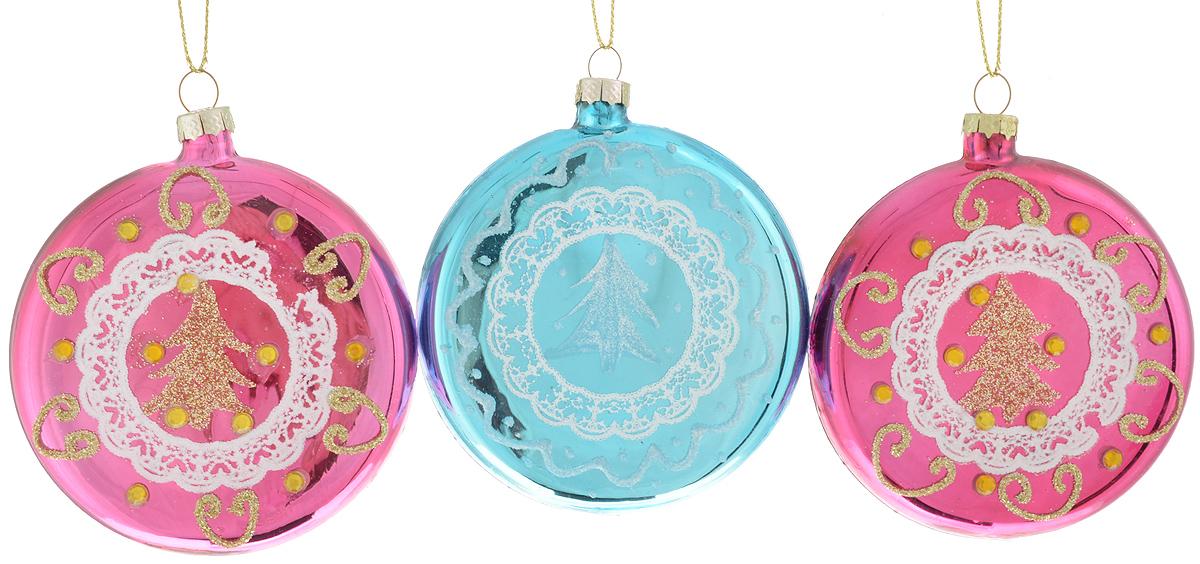 Набор новогодних подвесных украшений Winter Wings Диск, цвет: розовый, голубой, диаметр 7,5 см, 3 штN07797Набор новогодних подвесных украшений Winter Wings Диск прекрасно подойдет для праздничного декора новогодней ели. Набор состоит из трех стеклянных украшений. Для удобного размещения на елке для каждого изделия предусмотрена текстильная петелька. Елочная игрушка - символ Нового года. Она несет в себе волшебство и красоту праздника. Создайте в своем доме атмосферу веселья и радости, украшая новогоднюю елку нарядными игрушками, которые будут из года в год накапливать теплоту воспоминаний.
