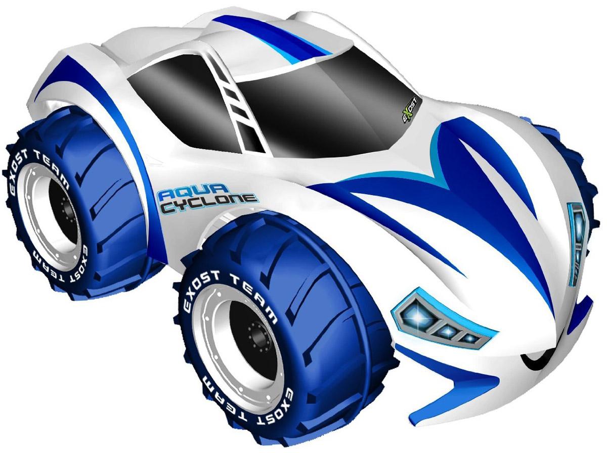 """Машинка на радиоуправлении Silverlit """"Aqua Cyclone"""" - это вездеход, покоривший воду и землю. Его большие колёса, наполненные воздухом, не дают корпусу тонуть. Выступающий рисунок протектора совершает гребущие движения, когда машинка едет по воде. Удивительно, но даже в таких условиях автомобиль может поворачивать влево/вправо. На суше машина-амфибия масштабом 1:10 может развивать скорость до 12 км/ч. Машина легко покоряет глинистые, гравийные, асфальтированные и даже заснеженные трассы. Радиоуправляемая машина работает на частоте 2,4 ГГц. Благодаря специальной технологии одновременно до 10 игроков могут управлять игрушечными автомобилями. Машинка работает от сменного аккумулятора (в комплекте). Для работы пульта управления необходима 1 батарейка типа """"Крона"""" напряжением 9V (не входит в комплект)."""