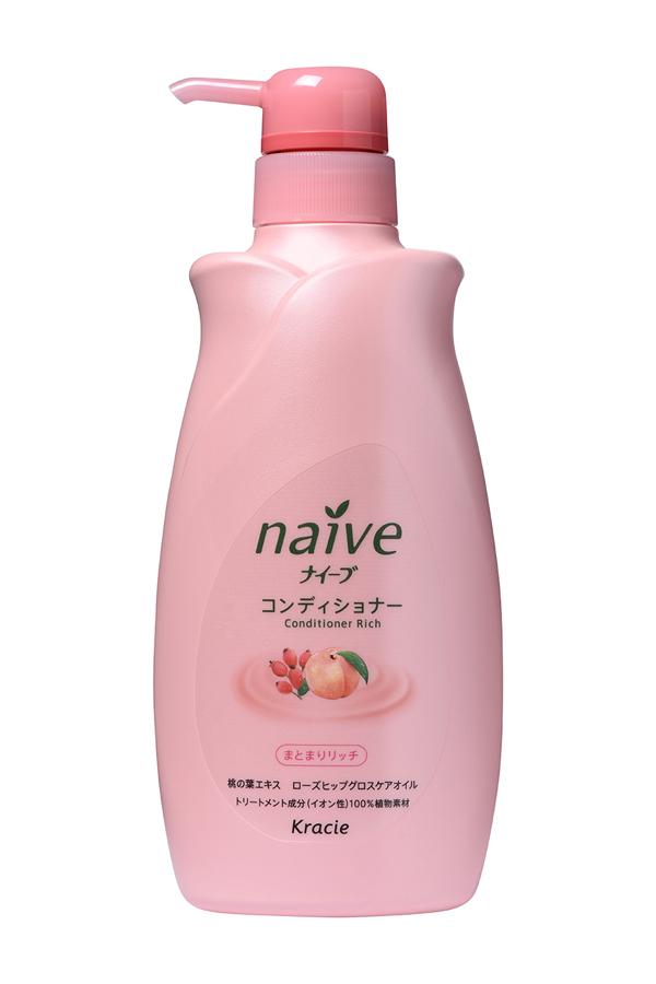 Kracie 71601 Naive Бальзам-ополаскиватель для сухих волос восстанав. «Naive - экстракт персика, 550 млFS-00897Мягкий бальзам-ополаскиватель обеспечивает волосынеобходимыми питательными и увлажняющими веществами.Активные компоненты 100% растительного происхождениявосстанавливают структуру волос, делая их шелковистыми ипослушными.• Гликозилтрегалоза (увлажняющее вещество аминокислотнойгруппы) в сочетании с растительными экстрактами глубокоувлажняет волосы, предотвращая ломкость и секущиесякончики.• Экстракт из листьев и мякоти плодов персикового деревапитает волосы, защищает от пересушивания, увлажняет исмягчает кожу головы.• Масло шиповника делает волосы блестящими и гладкими