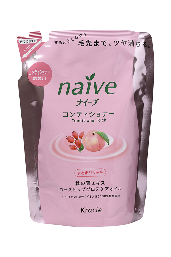 Kracie 71611 Naive Бальзам-ополаскиват. для сух. волос восст. «Naive - экстракт персика (смен.упаковка), 400 млFS-00897Мягкий бальзам-ополаскиватель обеспечивает волосынеобходимыми питательными и увлажняющими веществами.Активные компоненты 100% растительного происхождениявосстанавливают структуру волос, делая их шелковистыми ипослушными.• Гликозилтрегалоза (увлажняющее вещество аминокислотнойгруппы) в сочетании с растительными экстрактами глубокоувлажняет волосы, предотвращая ломкость и секущиесякончики.• Экстракт из листьев и мякоти плодов персикового деревапитает волосы, защищает от пересушивания, увлажняет исмягчает кожу головы.• Масло шиповника делает волосы блестящими и гладкими