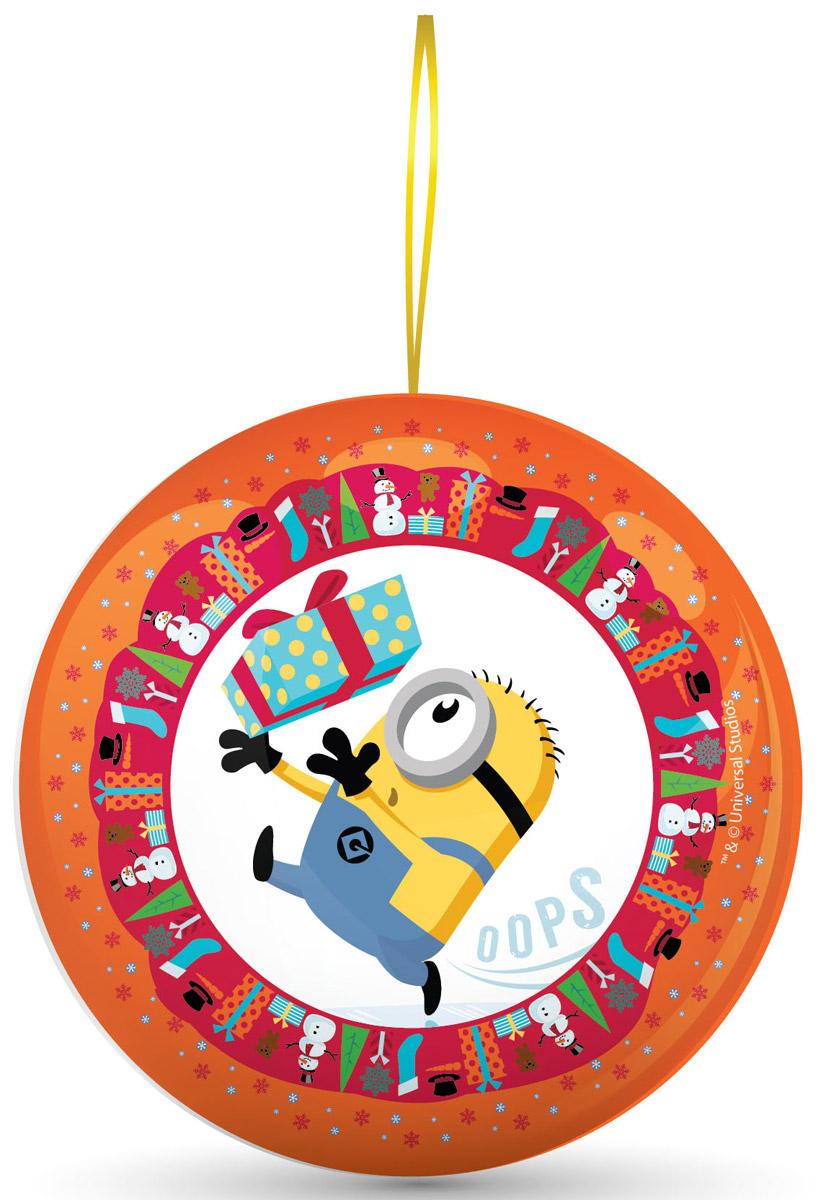 Сладкая Сказка Миньоны оранжевый подарочный шар с сюрпризом, 18 г0120710Подарочный жестяной шар Миньоны - настоящий подарок к Новому году. Внутри новогоднего шара - 18 г натуральной леденцовой карамели и один из восьми коллекционных магнитов с изображением Стюарта, Кевина или Боба - героев мегапопулярной анимационной картины Миньоны.