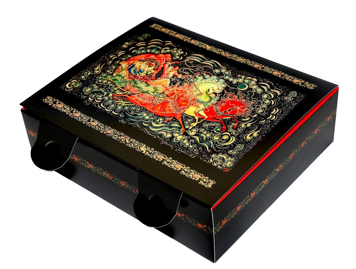 Коробка подарочная Правила Успеха Тройка, музыкальная, 20,5 х 18,5 х 7,5 см1004900000360Дизайн подарочной коробки Правила Успеха выполнен художественной росписью - Палех. Пишется Палех яркими темперными красками, густыми и плотными мазками, либо тонкими и полупрозрачными. Для начала на изделие наносится чёрная краска, что в палехе является фоном для рисунка. Чтобы нарисовать одну картину уходит очень много времени, не один месяц, это очень сложный и трудоёмким процесс.В результате получается картины сказочной красоты, которые потом используются в упаковках.Упаковку хочется держать в руках и рассматривать детали картины. Подарки в этой упаковке будут смотреться роскошно и благородно.Коробка изготовлена из картона. Тиснение выполнено золотой фольгой.Дополнительные опции: Музыкальный механический механизм.На оборотной стороне крышки - стихи.Размер: 20,5 х 18,5 х 7,5 см.