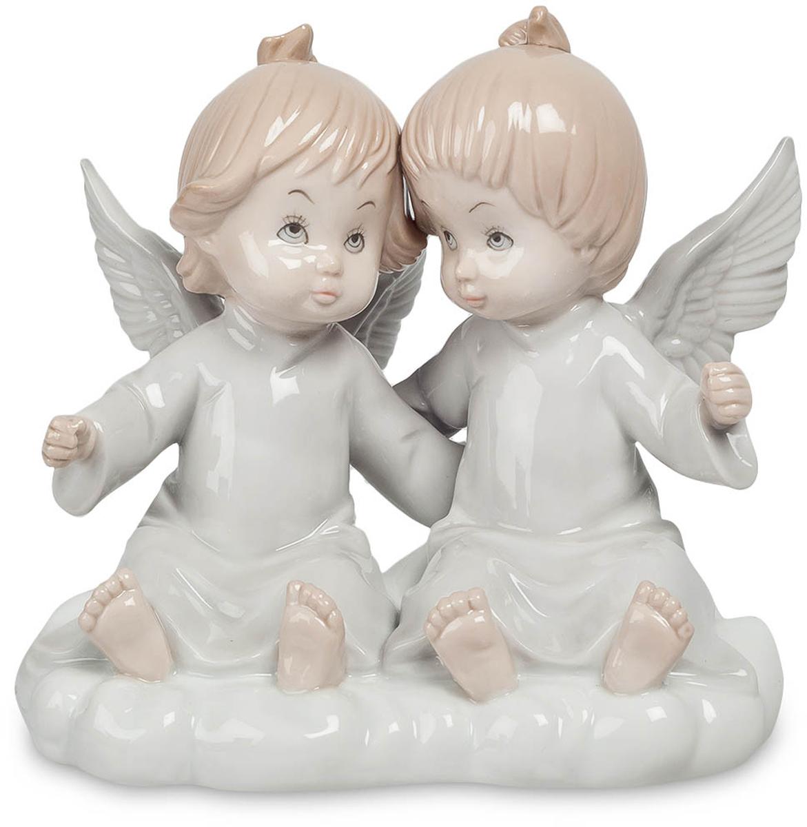 Фигурка Pavone Парочка ангелов. JP-05/1274-0120Фигурка Ангелочков высотой 14 см.Нет никого ближе друг другу, чем близнецы. Их связь настолько сильна, что её не в силах разорвать ни расстояние, ни время, ничто.На протяжении всех времён близость друг другу близнецов была уникальна и неповторима. Они всегда были, есть и будут знаменем силы, верности. Связь между ними так прочна, что её невозможно разорвать. Фигурка Парочка ангелов станет великолепным и милым подарком для близняшек и их ангелами-хранителями. Фигурка с двумя ангелочками не только красиво выглядит, но и всегда защитит ваших чад от бед и разочарований. Согласитесь, это немаловажно. Тёплые тона сделают детскую комнату ещё светлее и помогут статуэтке стать великолепным элементом интерьера.