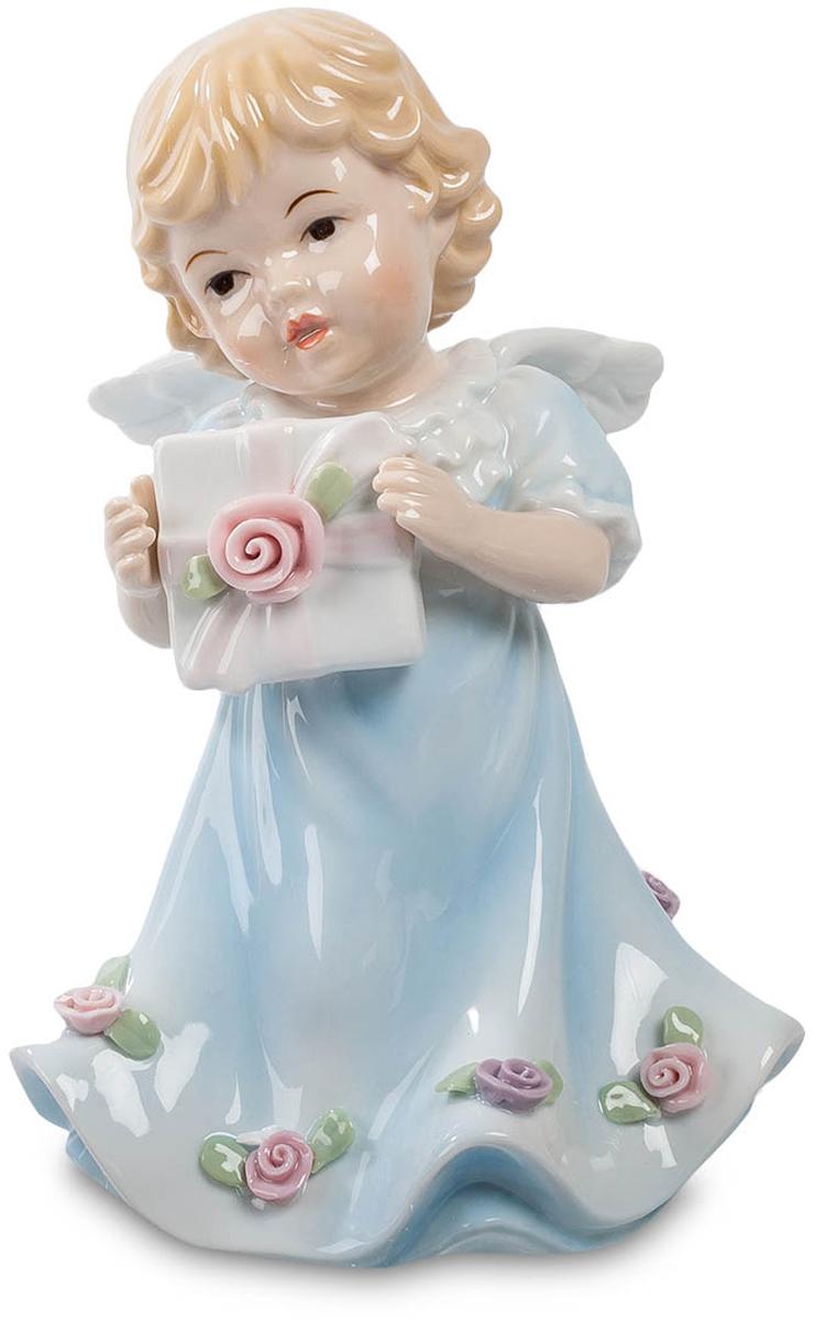 Музыкальная фигурка Pavone Ангелочек. CMS-11/27700083Музыкальная фигурка Ангелочек (Pavone) Крошечный малыш-ангелочек прилетел на своих маленьких крылышках и принес подарок. Что в этой коробочке, украшенной бантом и розовой розочкой, остается загадкой. Но явно что-нибудь приятное. Не может же такой красавчик с кудрявыми волосиками, наряженный в длинный голубой балахон с розами по нижнему краю, принести в подарок какую-нибудь безделушку. При этом вручение подарка сопровождается еще и приятной музыкой: фигурка ангелочка – музыкальная, и чтобы услышать музыку, достаточно завести ключик, расположенный на нижнем краю фигурки. Музыка делает момент вручения подарка еще более торжественным.